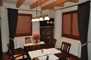 plisy okienne w jadalni